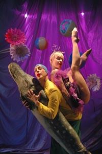Kuvassa Lassi Sairela ja Eeva Soini -  Kevennys - Tanssiteatteri ERI