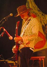 Tuomari Nurmio Etno Faces-festivaaleilla Billnäsissä 26.7.2003 (kuva: Nana Hietanen).