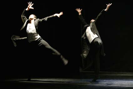 Pori Dance Company: Wanha - koreografia Tero Saarinen.