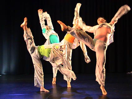 Kuvassa vasemmalta: Eeva Soini, Lassi Sairela, Aleksander Zilberman, Oleg Ostanin. Kuva: Tanssiteatteri ERI