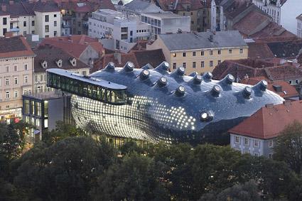 Peter Cook & Colin Fournier: Kunsthaus Graz (Grazin taidemuseo - Konstmuseet i Graz), 2000-2003, Graz, Itävalta - Österrike. Valokuva - Fotografi: Nicolas Lackner